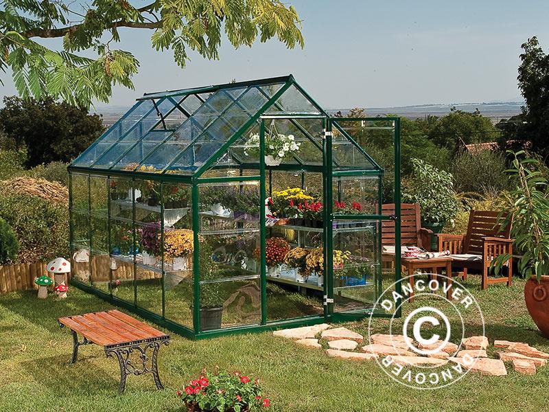 Polykarbonaatti kasvihuoneet näyttävät perinteisiltä lasisilta kasvihuoneilta